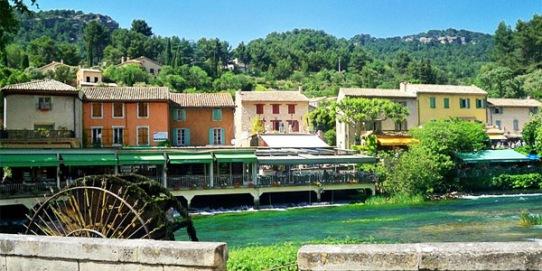 fontaine-de-vaucluse-provence.jpg